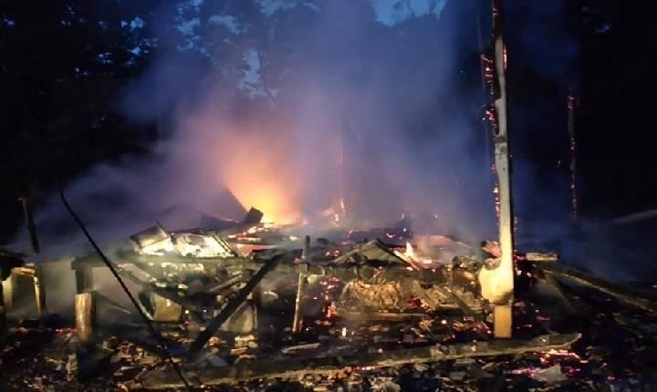 Bombeiros localizam corpo de idoso carbonizado vítima de incêndio em Rancho Grande, interior de Concórdia