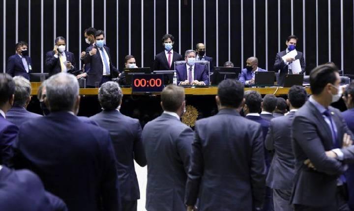 Câmara aprova texto-base da reforma eleitoral; votação continua nesta quinta-feira
