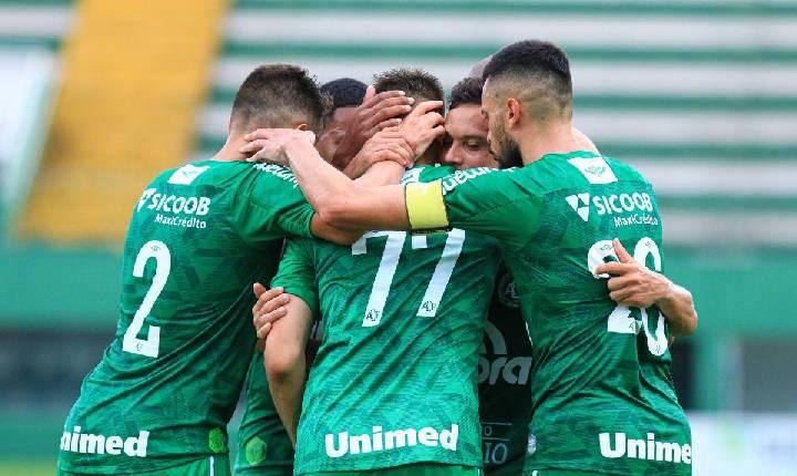 Chape vence o Juventus-SC e mantém a liderança