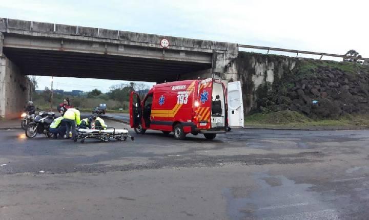 Colisão entre carro e moto deixa duas mulheres feridas em Chapecó