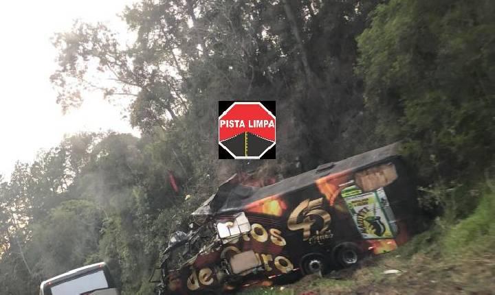 Líder da banda Garotos de Ouro morre em acidente com ônibus da banda