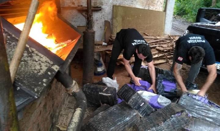 Polícia Civil incinera mais de 1,1 tonelada de maconha apreendida durante operação em Itá