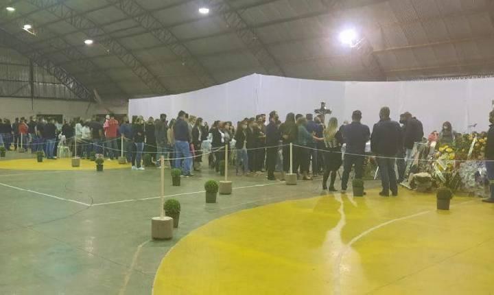 Velório coletivo: Corpos das vítimas do ataque a creche em Saudades são velados em ginásio